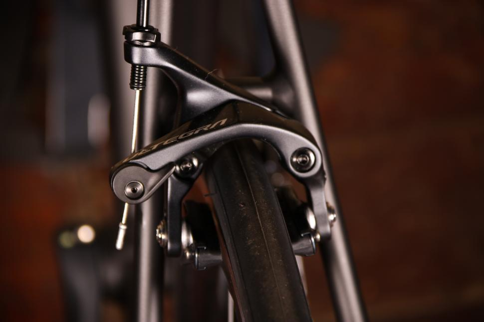 Trek Emonda ALR 6 - rear brake 2.jpg