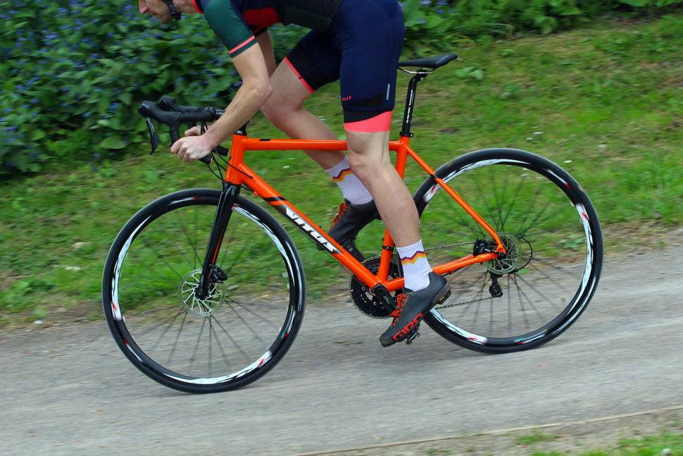 Vitus Zenium SL DIsc - riding 2.jpg
