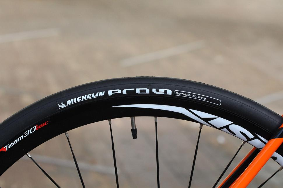 Vitus Zenium SL Disc - tyres.jpg