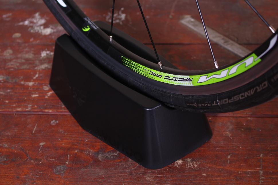Wahoo Kickr Snap Smart Bike Trainer - riser.jpg