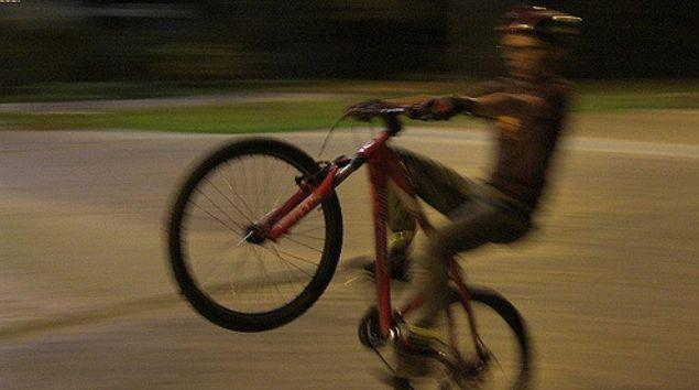 Wheelie (licensed on Flickr under CC BY 2.0 by Carlos Felipe Pardo).JPG