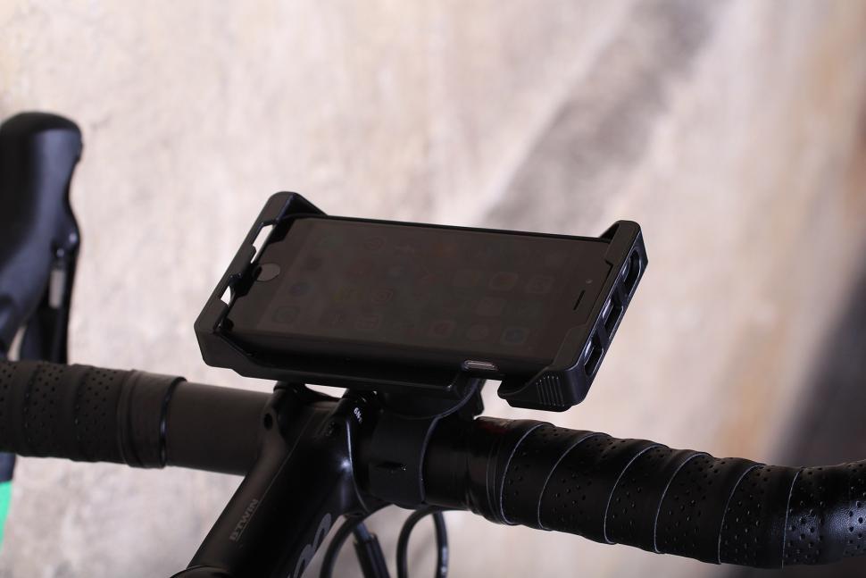 Zefal Z-Console Universal Smart Phone Holder - landscape.jpg
