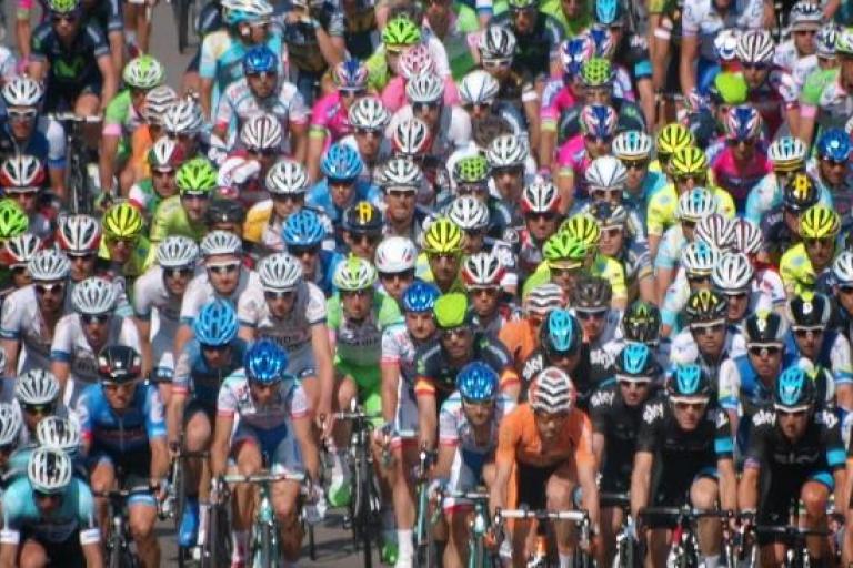 2013 Giro peloton in Naples copyright Simon MacMichael 009.jpg