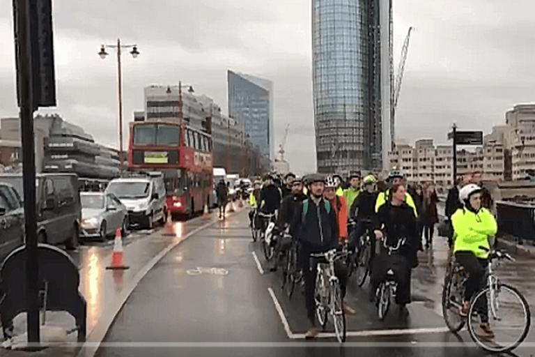 Blackfriars Bridge Tube strike 9 January 2017 (credit Chris Kenyon on Twitter).PNG
