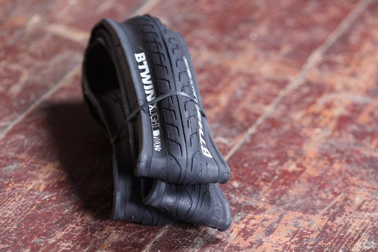 BTwin Resist 9 Road Bike Tyre 700X25.jpg