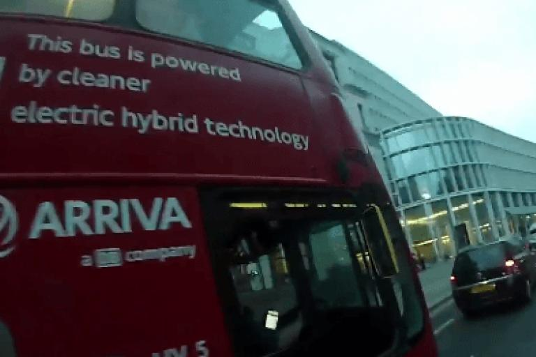Bus driver on smartphone (video still from Twitter user Diogo).PNG