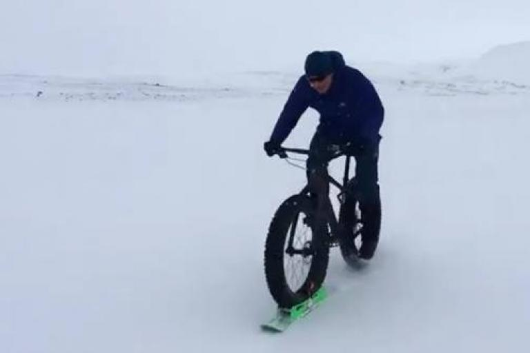 Chris Hoy on fat bike in Iceland (via Twitter).jpg