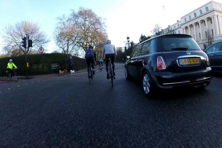 Close pass in Regent's Park (LondonDynaslow via Twitter).jpg