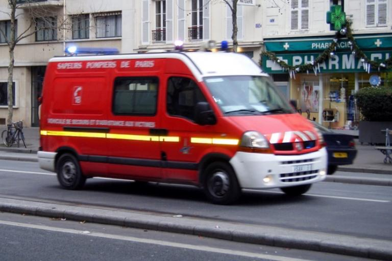 French ambulance (cropped, licensed CC BY SA 2.0 on Flickr by user MPD01605).jpg