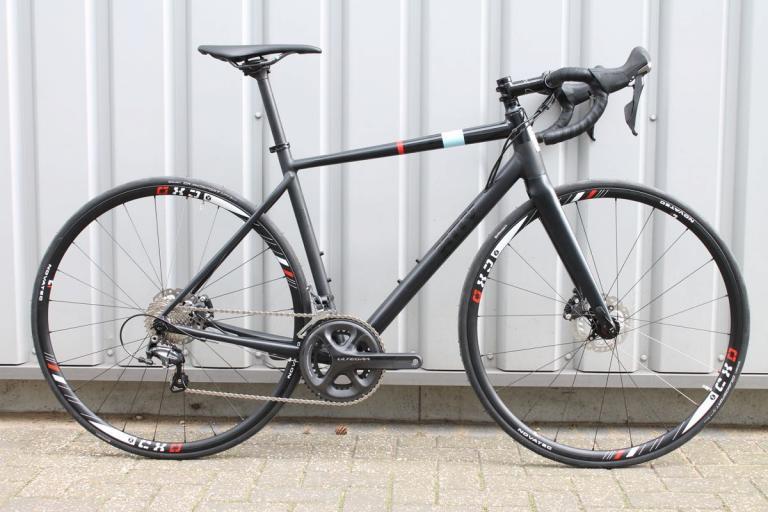 Hoy Alto Irpavi 2016 complete bike- 1 (1).jpg