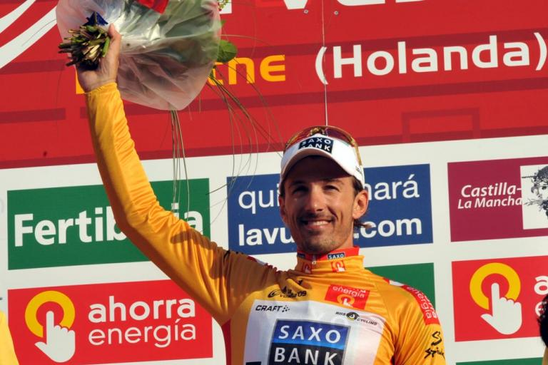 Fabian Cancellara takes the gold jersey after winning the 2009 Vuelta Prologue © Unipublic