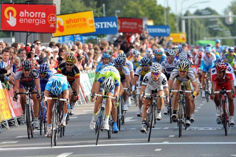 Gerard Ciolek (left) takes Stage 2 of the Vuelta ahead of Fabio Sabatini (centre) and Roger Hammond (right) © Unipublic
