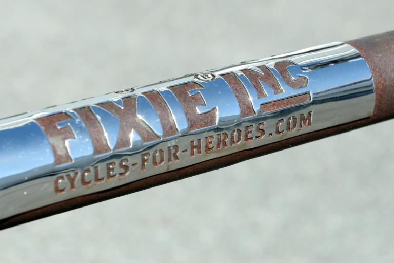 Fixie Inc metal logo