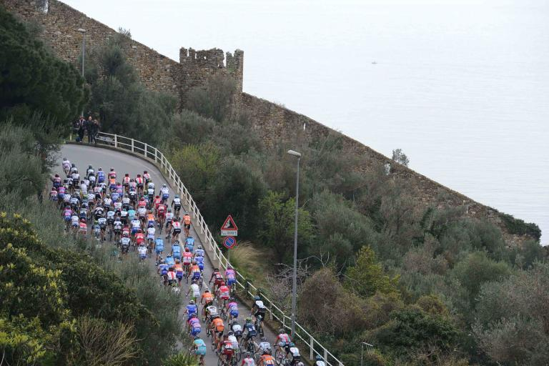 04 Milan San Remo peloton heads up the Manie LaPresse RCS Sport .jpg
