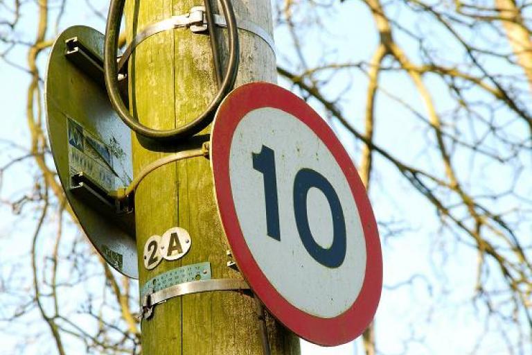 10 mph speed limit sign  pic-Albert Bridge