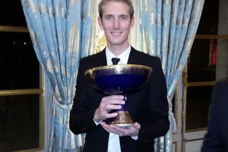 Andy Schleck with Tour de France trophy (source Twitter)