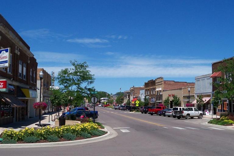 Brookings High Street (Jon Platek, Wikimedia Commons)