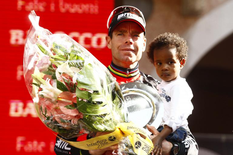 Cadel Evans with son Robel (picture Davide Spada, LaPresse, RCS Sport)