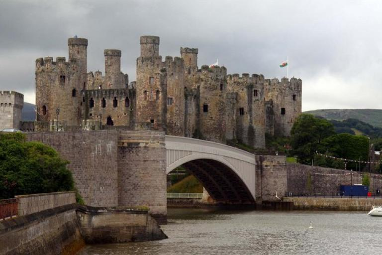Conwy Bridge and Castle (licensed under CC BY-SA 2.0 on Geograph.org.uk by Steve Daniels)