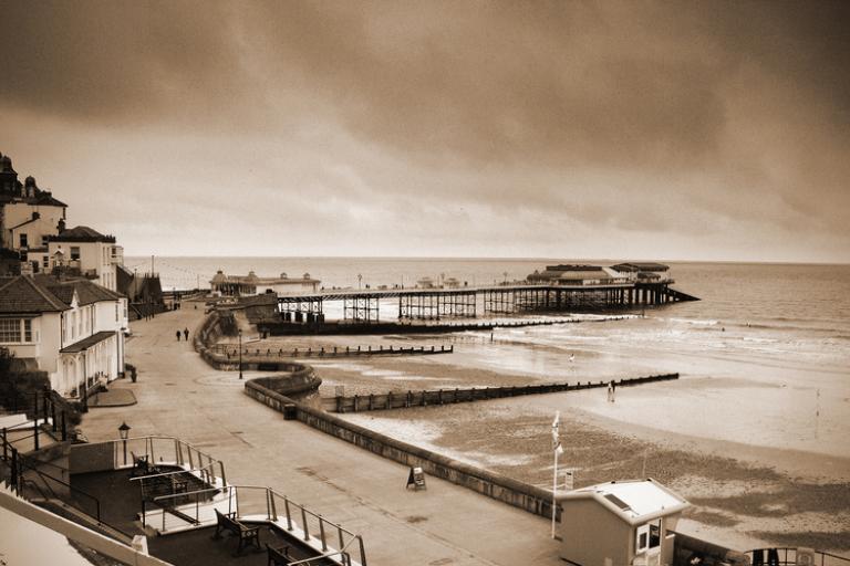 Cromer promenade (copyright Gerry Balding:Flickr)