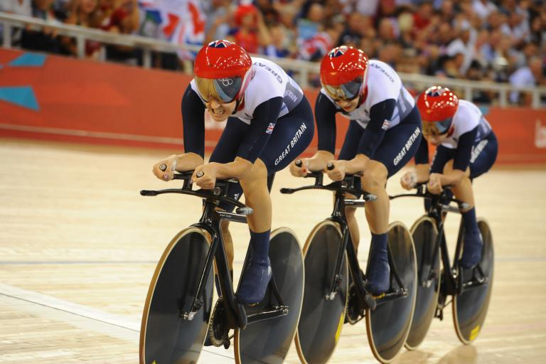 Dani King leads GB women's Team Pursuit at London 2012 (copyright www.britishcycling.org.uk)
