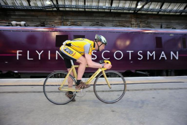 Graeme Obree and the Flying Scotsman courtesy Charlie Milarvie.jpg