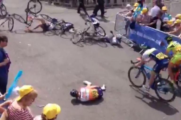 Lizzie Armitstead 2015 Women's Tour crash YouTube still