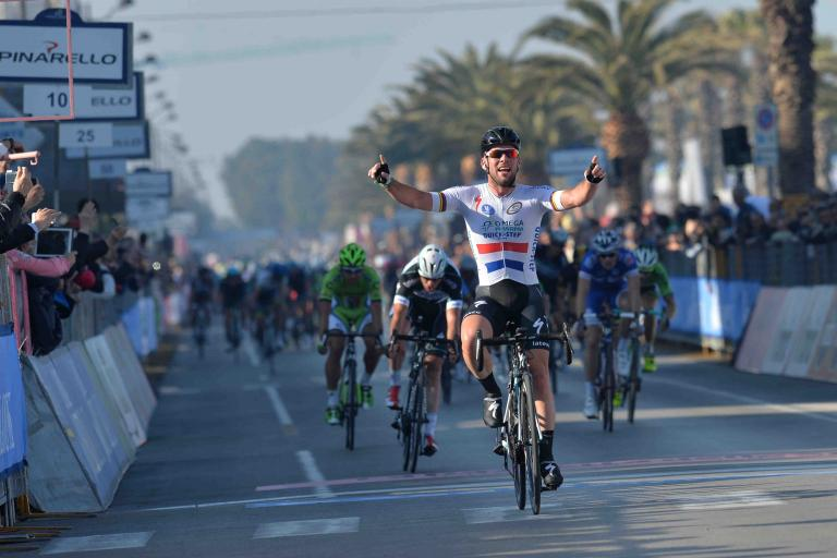 Mark Cavendish wins Tirreno 2014 stage 6 (copyright LaPresse)