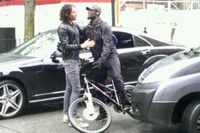 Russell Brand hugs a cyclist (pic @Joe Stas)