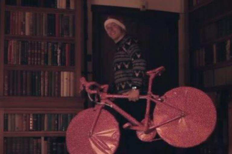 Sir Chris Hoy in Evans Cycles Christmas 2014 ad YouTube still
