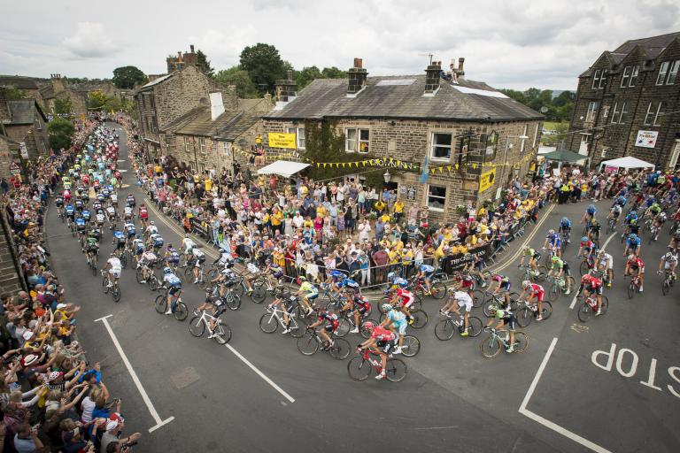 TdF 2014 Stage 2 crowds in Yorkshire - picture credit Welcome to Yorkshire, Le Tour Yorkshire com