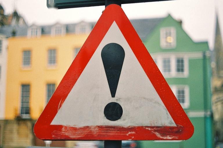 Traffic warning sign © Simon MacMichael