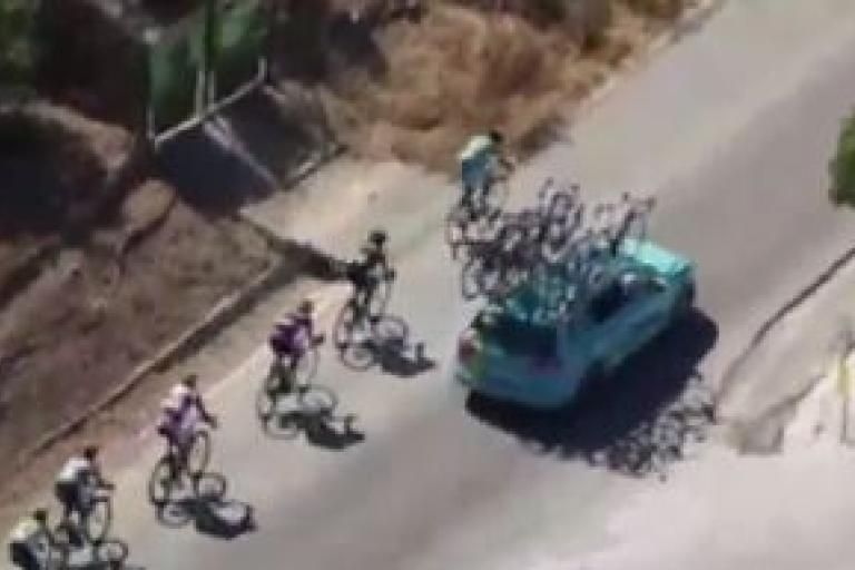 Vuelta 2015 Nibali and team car TV still