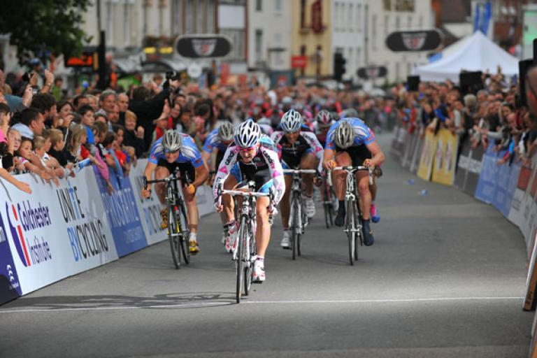 Tour Series Round 8:Downing takes the sprint pic: Joolze Dymond www.joolzedymond.com