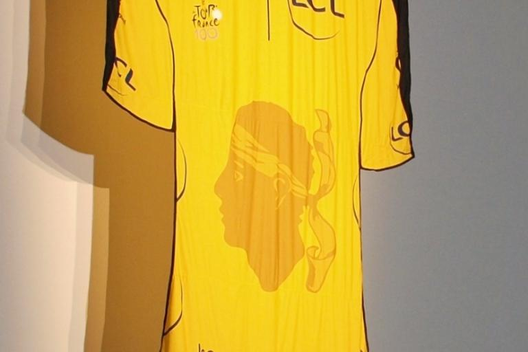 12 Maillot jaune for the TDF 2013 Grand Depart © Simon MacMichael