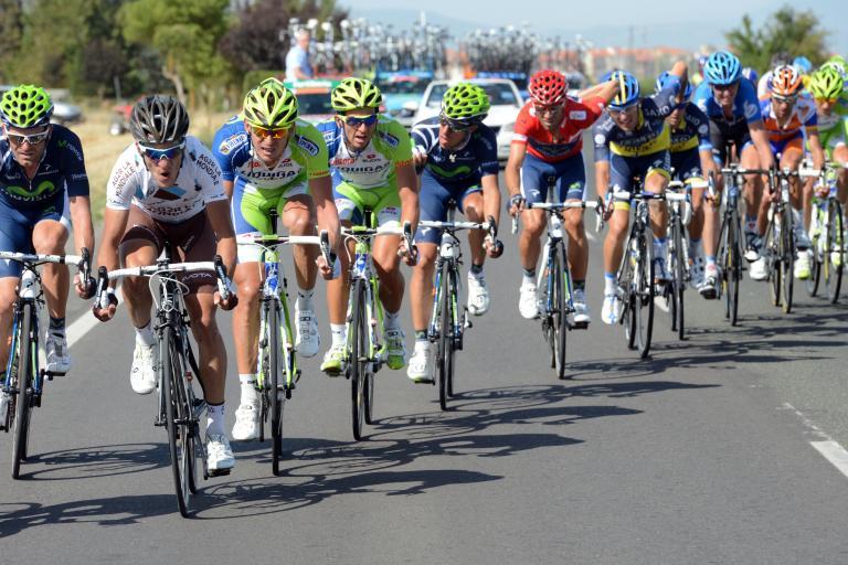 Vuelta 2012 S4 Valverde chasing in the echelon (copyright Unipublic:Graham Watson)