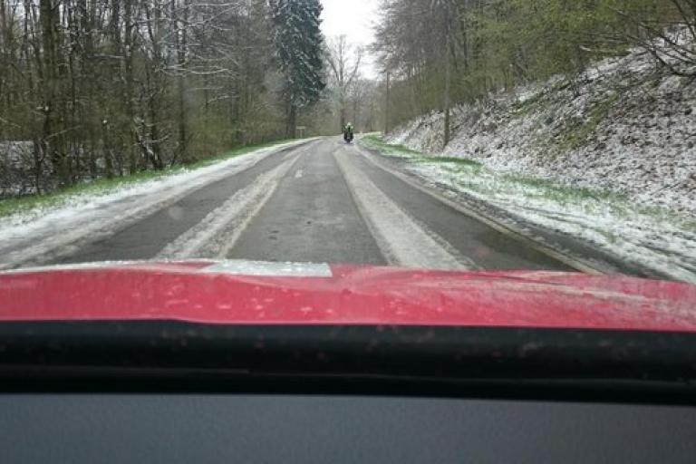 Liege Bastogne Liege 2016 snow (picture - Katusha on Twitter).jpg