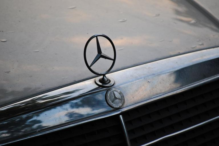 Mercedes logo - image via Dimitar Nikolov on Flickr.jpg