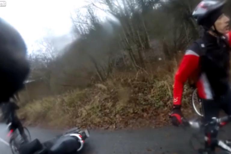 Moped rider slaps cyclist LiveLeak still.png
