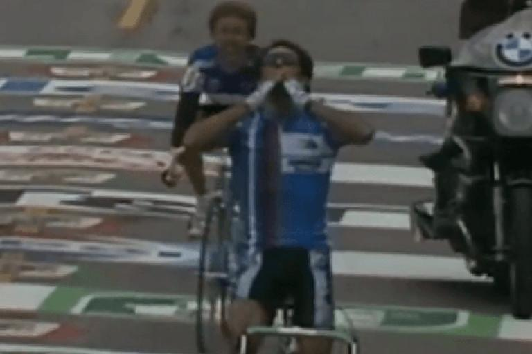 Moreno Argentin wins 1986 World Championship (YouTube video still).PNG