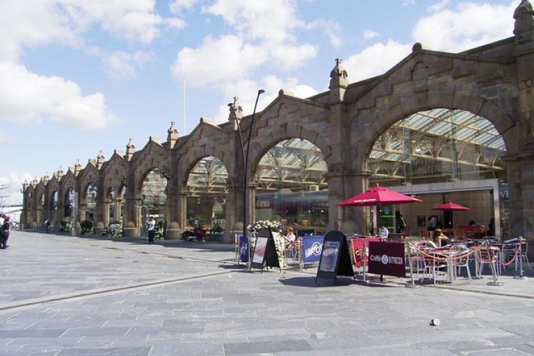 Sheffield Railway Station (CC licensed by Stanley Walker via Wikimedia).jpg