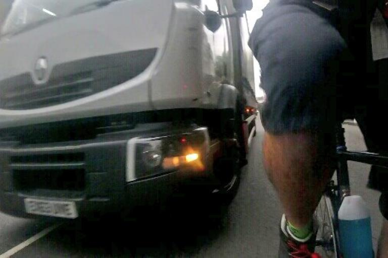 South Circular Road lorry driver close pass (via Evo Lucas on Twitter).jpg