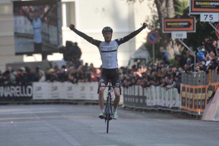 Steve Cummings winning stage four of 2016 Tirreno-Adriatico (ANSA, PERI - ZENNARO).jpg