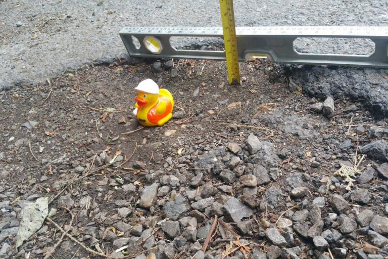 Surrey pothole (Barzi28 via Twitter).jpg