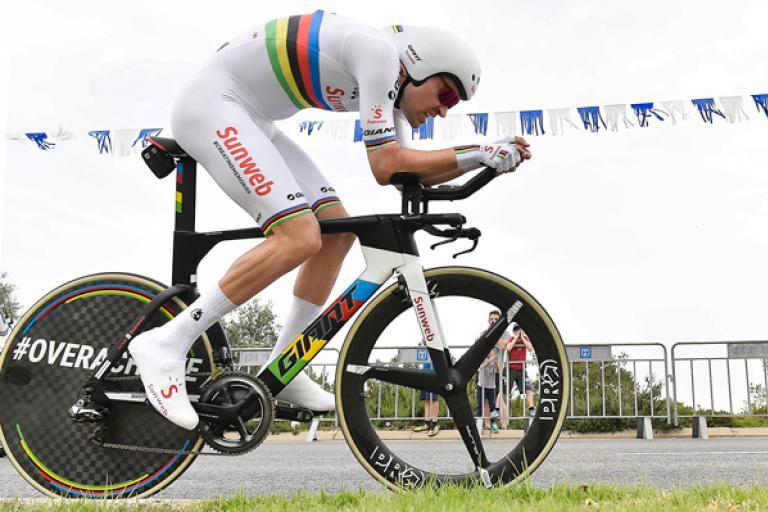 tom_dumoulin_in_rainbow_jersey_picture_lapresse.jpg