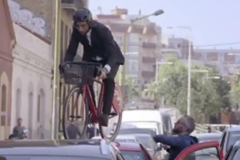 Vittorio Brumotti versus Barcelona traffic Facebook video still).PNG