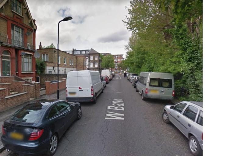 West Bank Stamford Hill (vis Google Street View).PNG