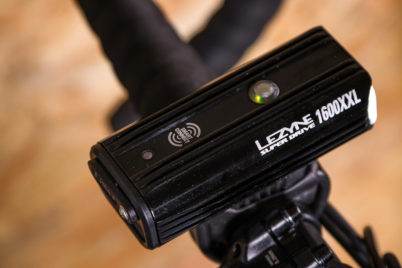 Lezyne Super Drive 1600XXL LED Vorne Scheinwerfer Fahrrad Hellgrau 1600 Lumen