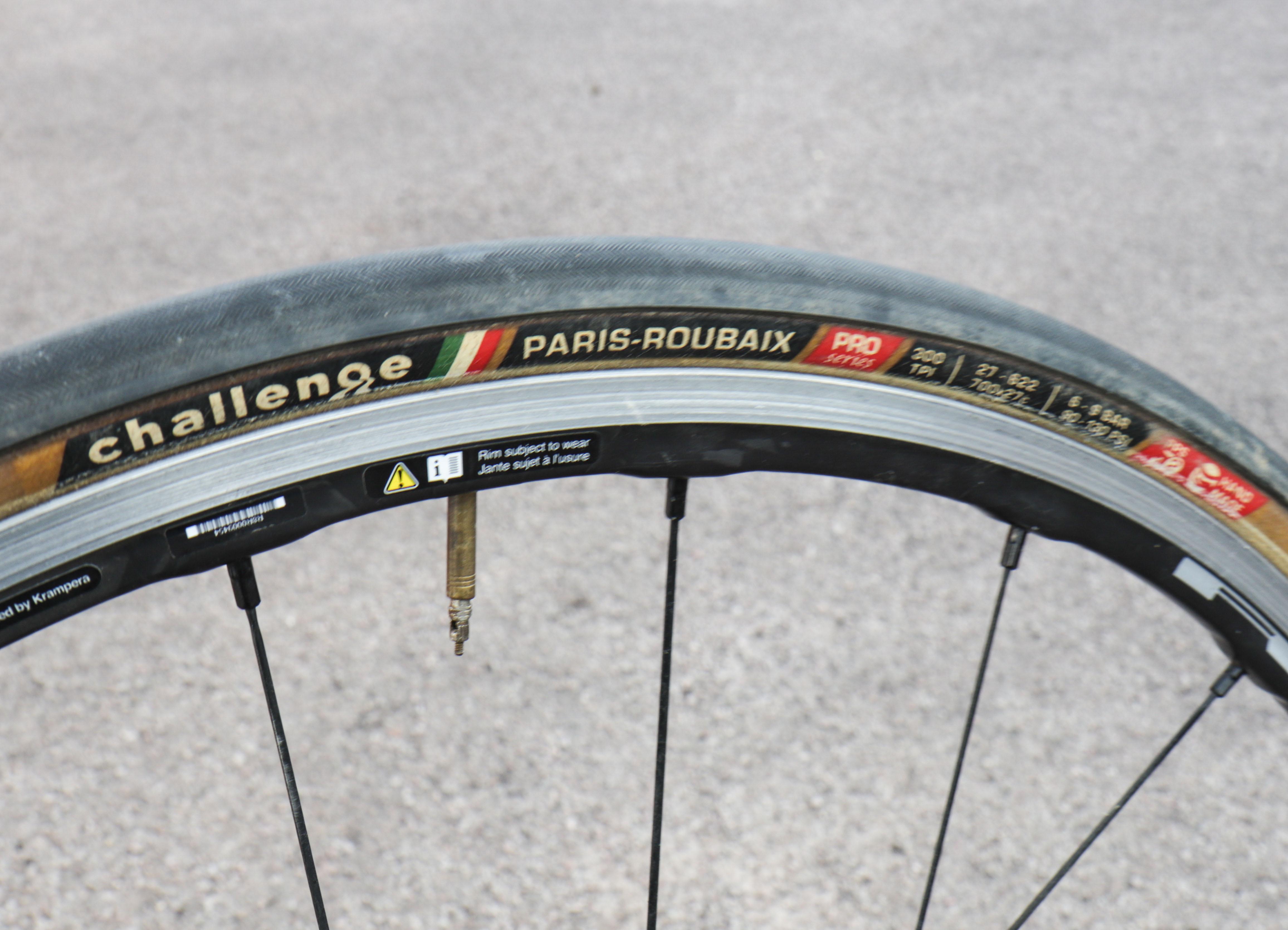 Folding Challenge Paris Roubaix Pro Tire 700 x 27 Black//Tan Tubeless
