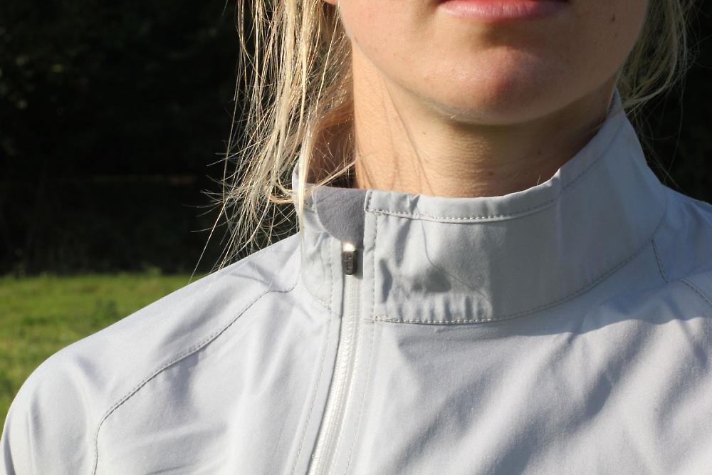 /sites/default/files/cropped/lightbox-large/images/Rapha%20Women%27s%20Rain%20Jacket/Rapha-Women%27s-Rain-Jacket---neck.jpg